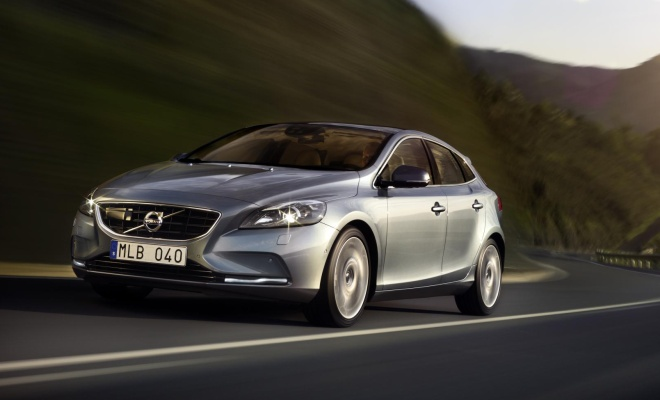 Volvo V40 front view