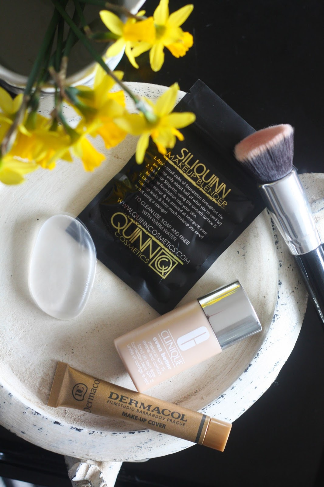 5 advantages of using a silicone make-up blender: Siliquinn Review