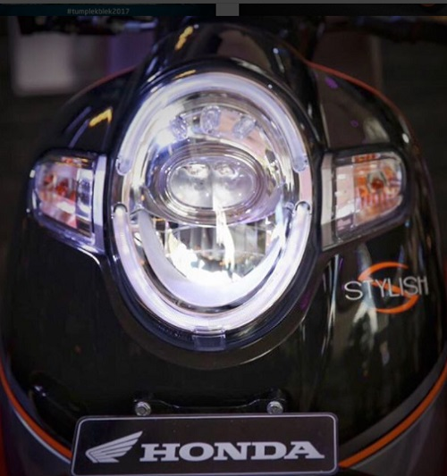 Sisi depan Honda Scoopy