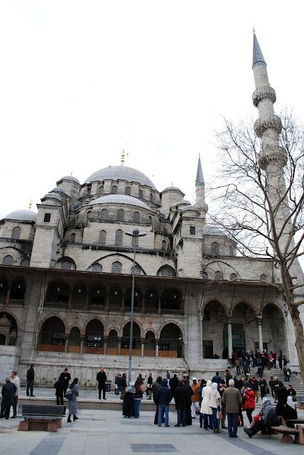 Yani Cami (Йени-Джани) или Новая мечеть (Новая мечеть Валиде Султан).