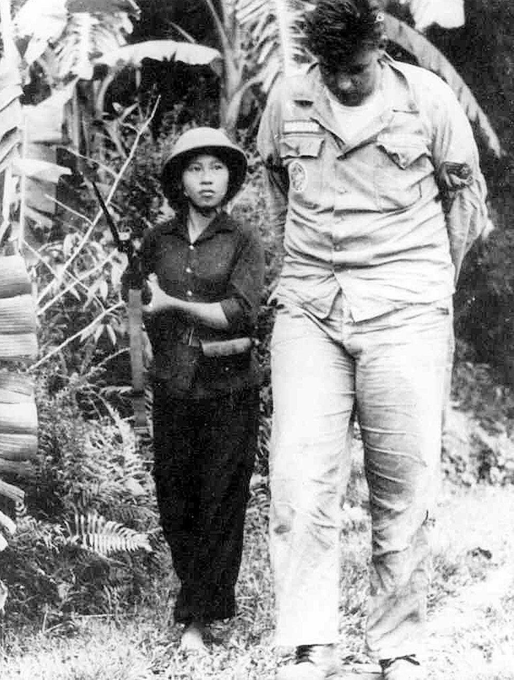 As mismo una gran victoria para el pueblo vietnamita y para los movimientos de liberaci n nacional en el mundo que vieron que era posible oponerse a los
