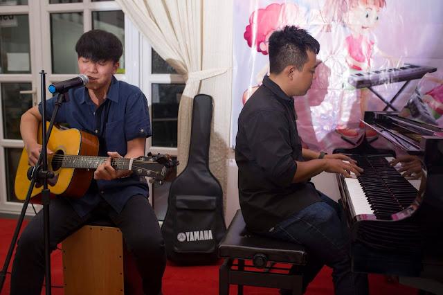 Piano kết hợp biểu diễn guitar tại trường nhạc SMS