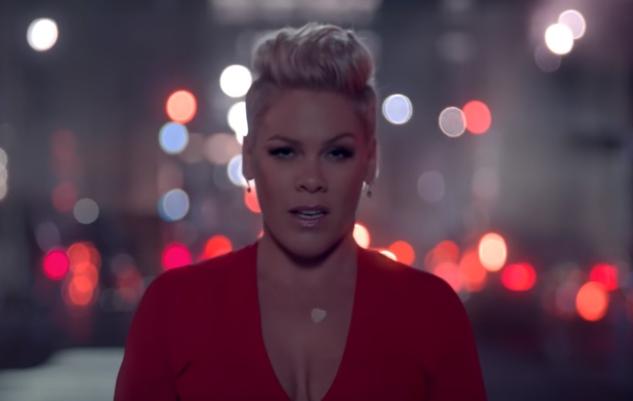 Walk Me Home: Novo single de P!NK ganha vídeo clipe