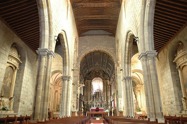 Interior da Igreja da Nossa Senhora da Oliveira em Guimarães