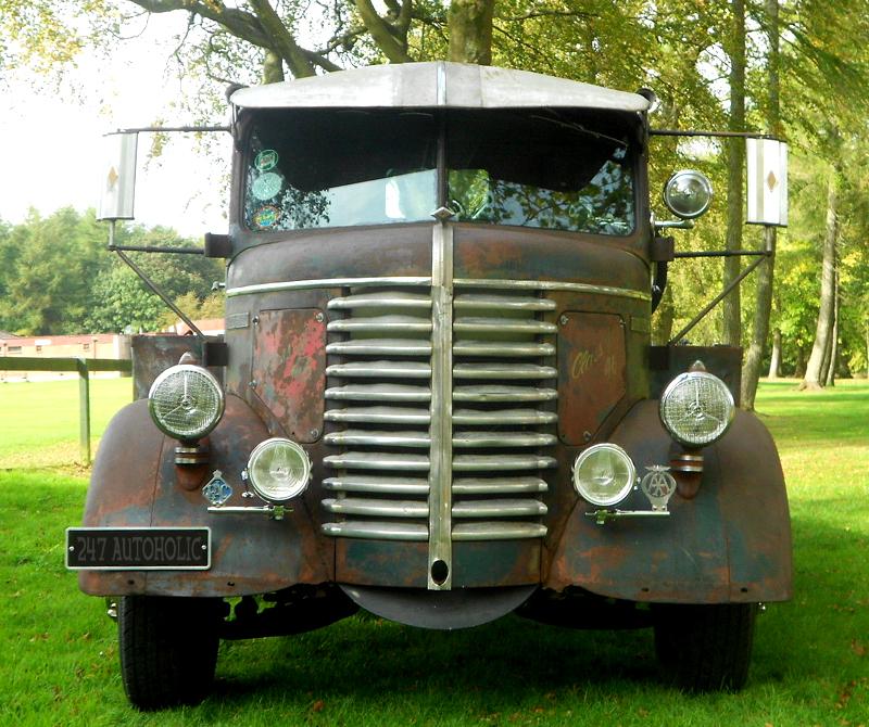 247 AUTOHOLIC: Diamond T Flatbed Cab Over Engine Truck