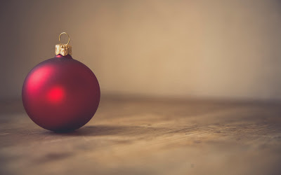 red christmas ball widescreen resolution hd wallpaper