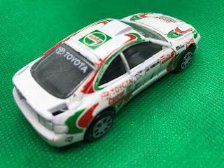 TOYOTA Celica GT-FOUR のおんぼろミニカーを斜め後ろから撮影