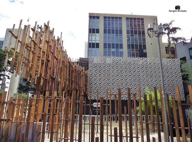 Vista ampla da fachada da Japan House São Paulo - Bela Vista - São Paulo