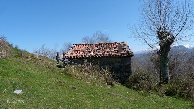 Cabaña en la parte alta del Corralín