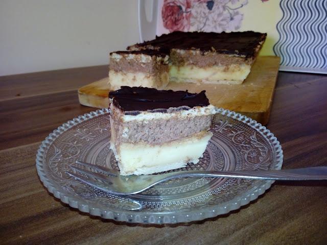 Napoleonka królewska napoleonka na krakersach napoleonka z kremem czekoladowym ciasto bez pieczenia na krakersach herbatnikach ciasto smietankowo czekoladowe ciasto z czekolada