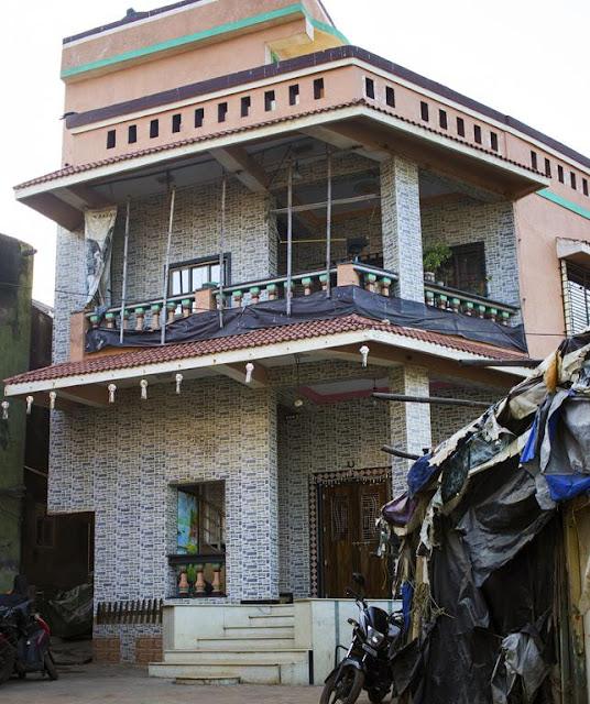 architecture, worli, koliwada, big house, street, street photo, street photography, mumbai, india,
