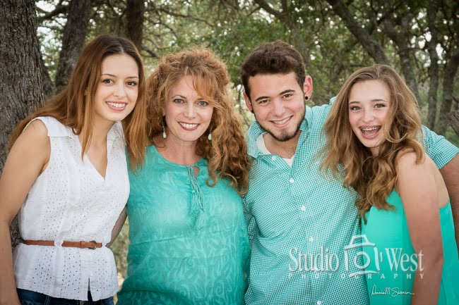 Atascadero outdoor family portrait - family portrait photography - Studio 101 West Photographer