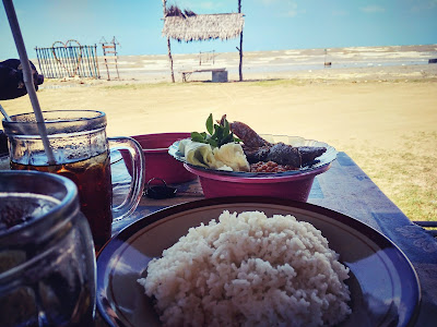 Mencari Tempat Makan Yang Sahdu ? Di Pantai Cemara Tuban Saja