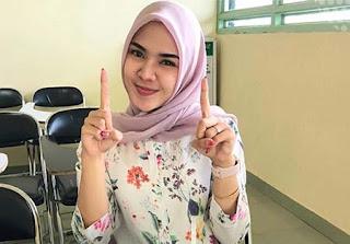 Kintani Pakai Hijab Pink