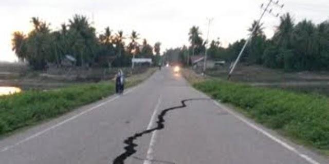 Akibat Gempa, Jalan Lintas Nasional di Pidie Jaya Terbelah & Amblas