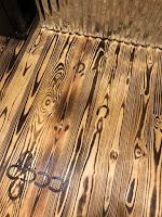 Truco para darle un toque único a tus pisos de madera