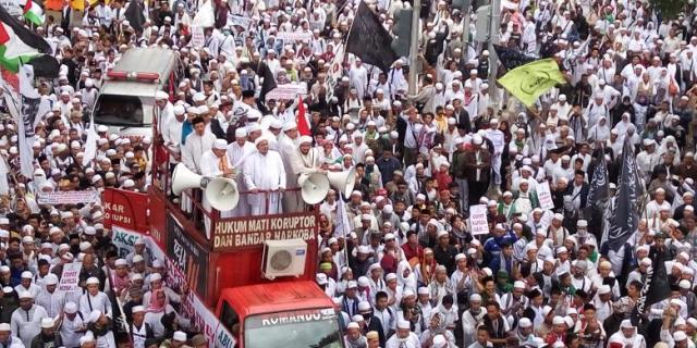 Habib Rizieq Pimpin Demo FPI ke Mabes Polri