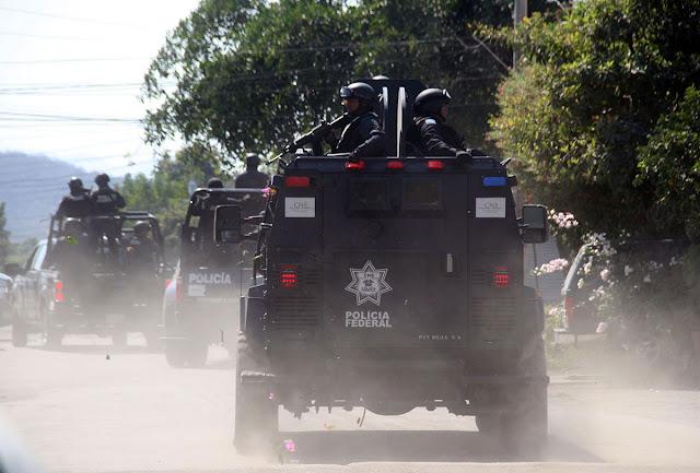 250 policías contra 3 mil 'narcos' –Ayúdeme, por favor —