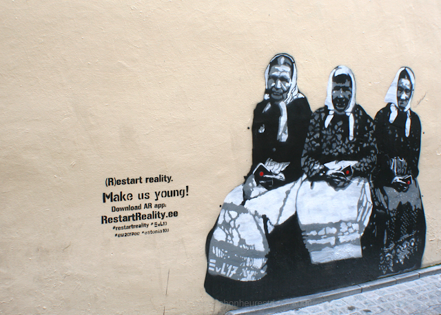 Street Art Bruxelles femmes poésie restart reality