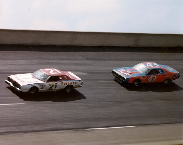 Final carrera NASCAR Daytona 1976 - Pearson adelanta a Richard Petty
