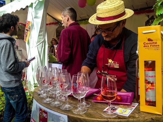 Barraca de comidas da festa da colheita da uva de Montmartre