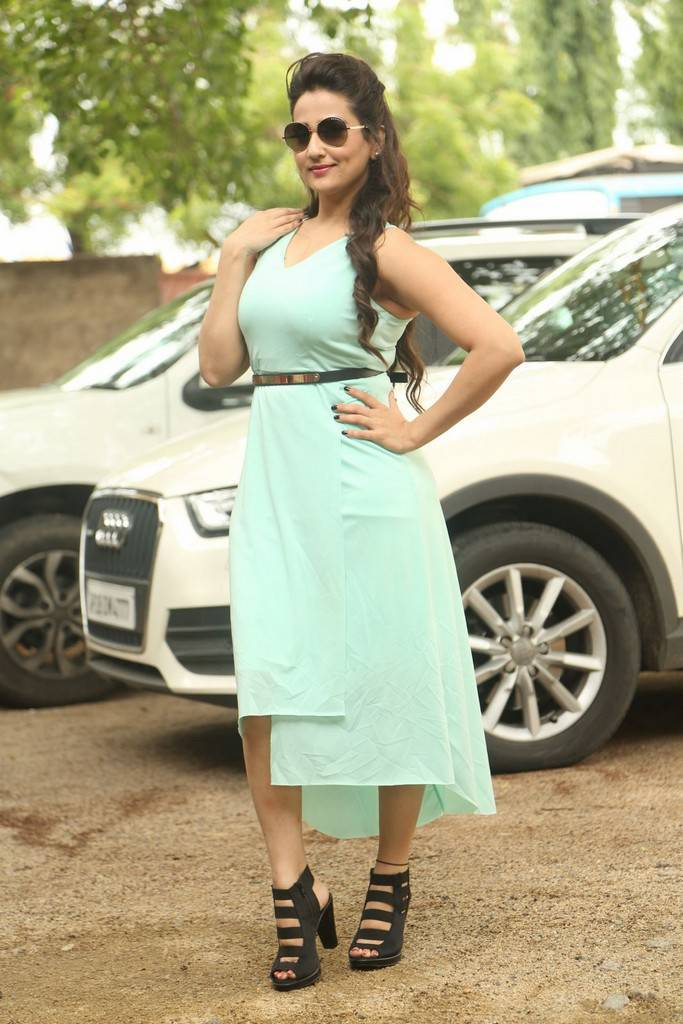 Tollywood TV Anchor Manjusha Stills At New Telugu Movie Launch