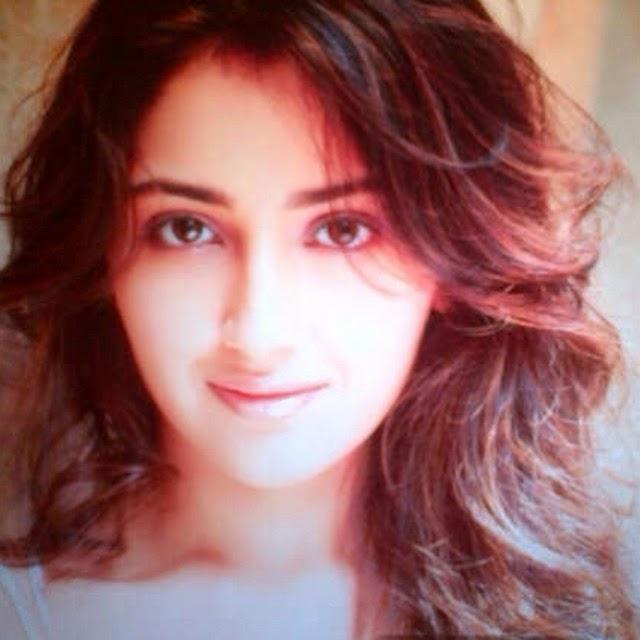 , Actress Sayesha Saigal Hot Face Close Up Pics, Selfie Images