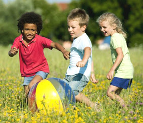 cara-meningkatkan-kemampuan-otak-anak-dengan-aktivitas-bermain-di-luar-ruangan