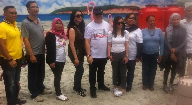 Keren, Ada Pantai Pasir Putih di Bandung