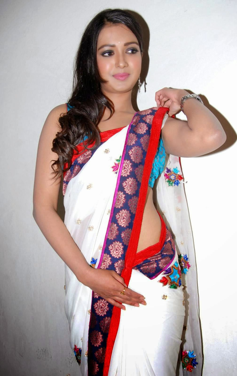 catherine tresa cute wallpapers in white saree by indian girls whatsapp numbers