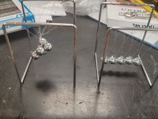 Tangled and untangled Newton's Cradle
