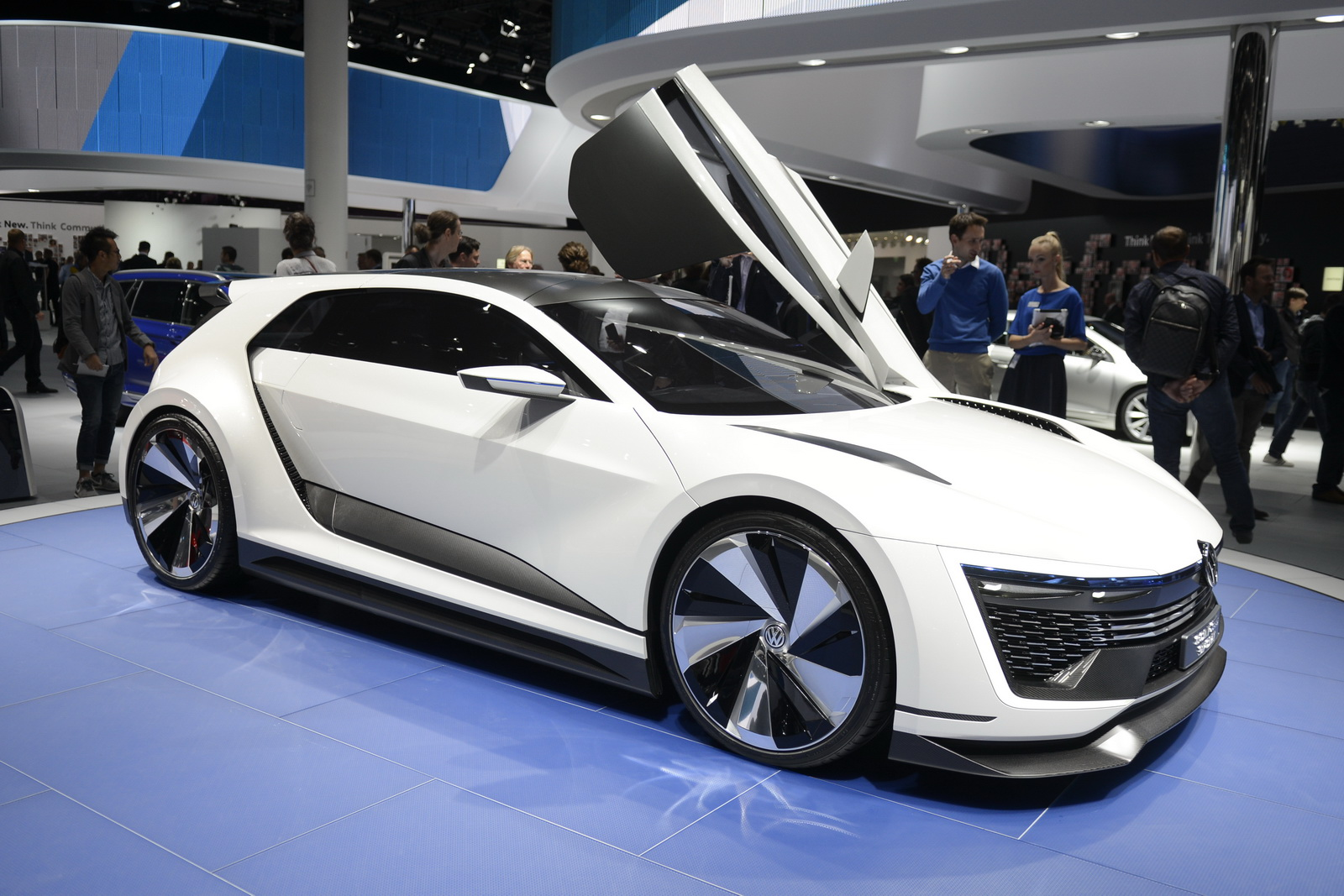 VW Brings Awesome Golf GTE Sport Concept To Frankfurt ...