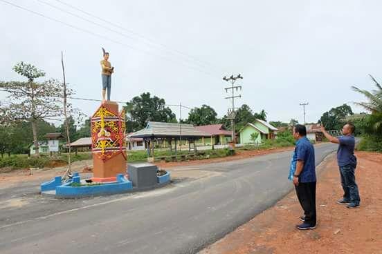 Proyek pertama yang ditinjau Bupati adalah tugu panglima nanga. Tugu panglima naga ini terletak di Sekotang Desa Lubuk Tajau. Tugu ini berdiri megah tepat di simpang jalan masuk desa lubuk tajau dan desa pantok.