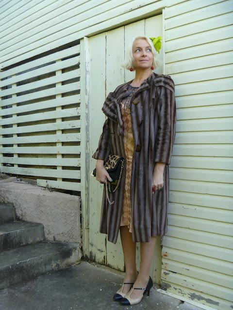 Jessica Alba Nude In Fur Coat 90