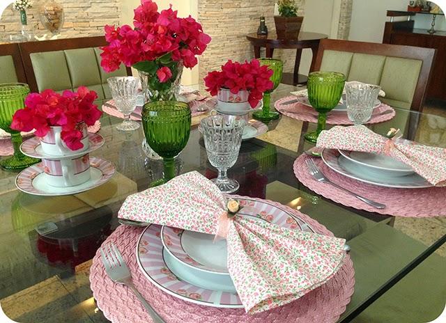 Montando a Mesa : Almoço com Rosas