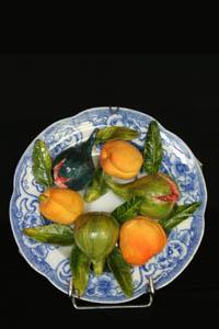 """Christine Viennet : Assiette de fruits d'été - """"Après Fantin-Latour"""", Exposition de produits dérivés inspirés par l'univers du peintre Henri Fantin-Latour, Galerie de la Marraine"""
