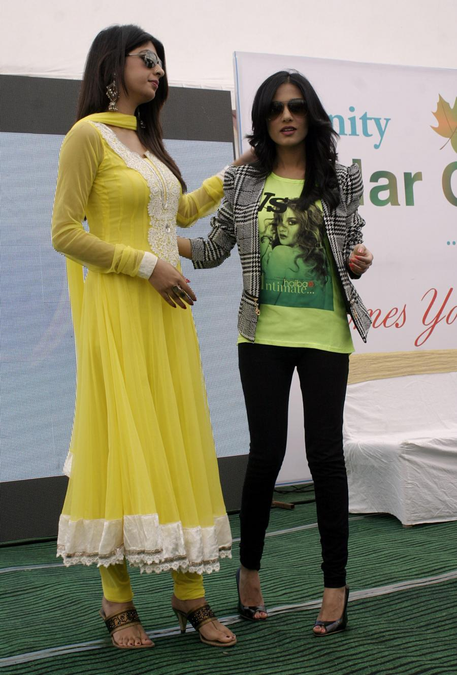 Hindi TV Actress Aishwarya Sakhuja Glasses Photos In Yellow Dress