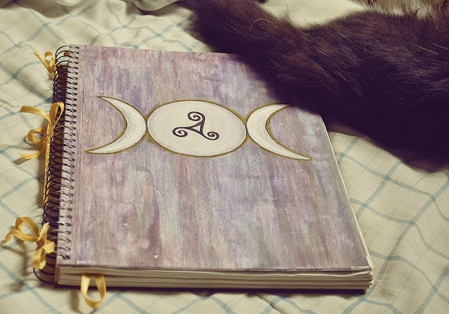 Witch Craft DIY: Book Of Shadows