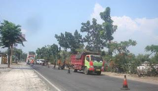 Jelang Lebaran 1440 H, Perbaikan Jalan Di Jalur Bojonegoro – Babat, Terus Dikebut