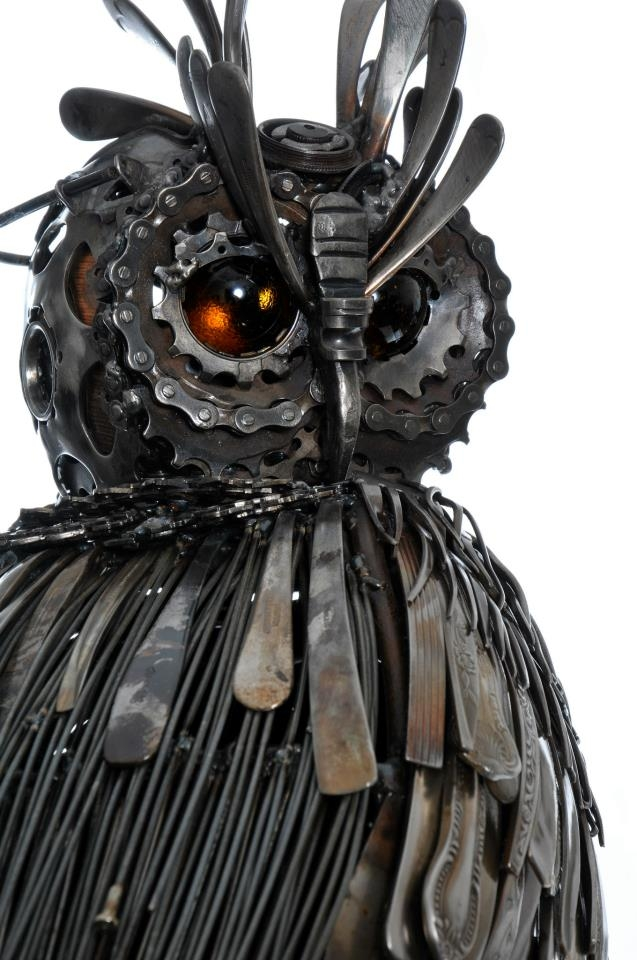 03-Eagle-Owl-Alan-Williams-Animals-Sculptured-with-Recycled-and-Upcycled-Metal-www-designstack-co