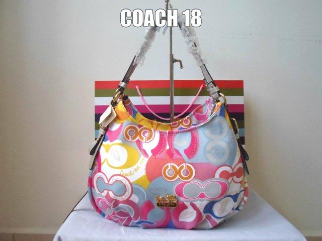 Coach 18 Adalah Salah Satu Handbag Yang Mempunyai 3 Compartments Mendapat Permintaan Tinggi Daripada Pelanggan