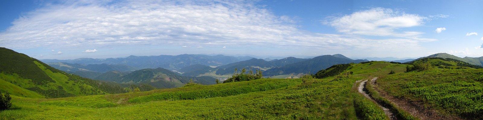 Północno-zachodnia panorama z podejścia na Košarisko.