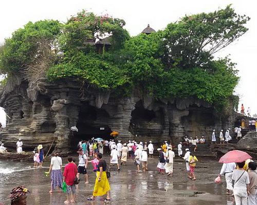 Travel.Tinuku.com Tanah Lot Temple legacy Dang Hyang Nirartha to Hindu Bali teachings to glory of sea god Bhatara Segara