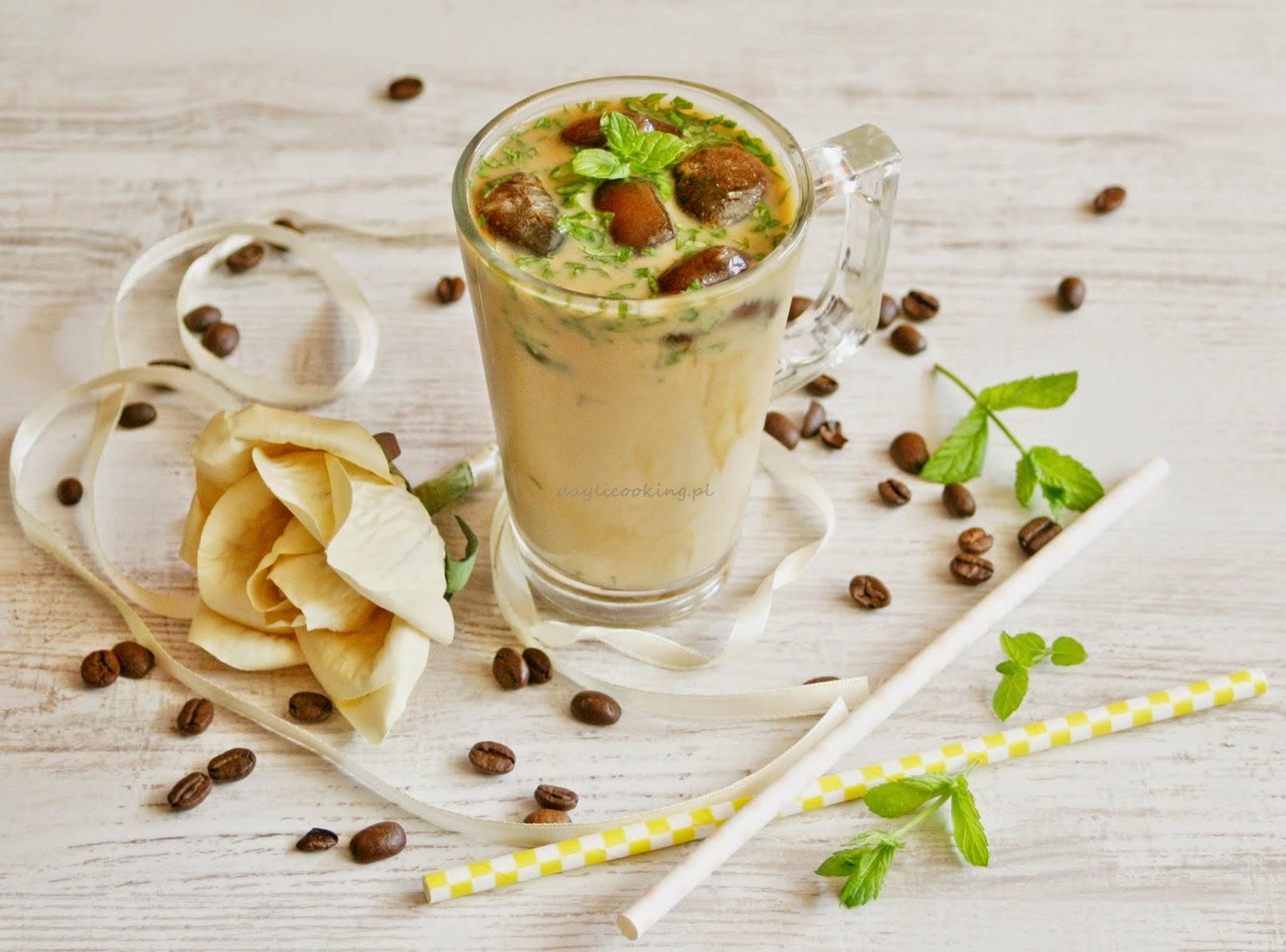 Mrożona kawa z wanilią i świeżą miętą