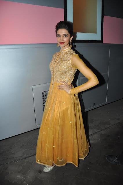 Deepika Paduknoe Orange Dress at promoting Chennai Express ...