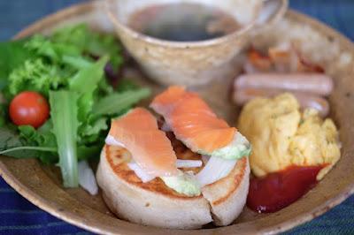 生坂村の古民家カフェ ひとつ石の料理練習 サーモンパンケーキ