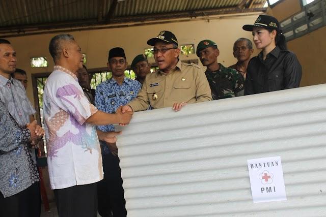Walikota Serahkan Bantuan Korban Puting Beliung