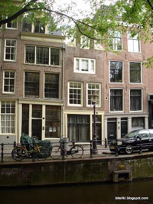 Косые дома в Амстердаме