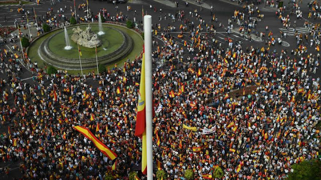 Protesta en Madrid: Insultan a Rajoy y al presidente catalán