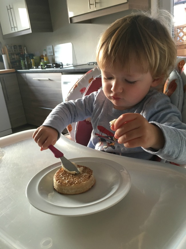 toddler-buttering-crumpet